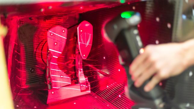 HandySCAN 3D 计量级扫描仪的采集速度可达到每秒 480,000 次,精度高达 0.030 毫米。