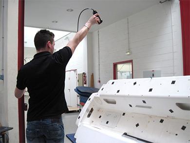 利用 Creaform 的 MaxSHOT 3D 技术进行照相测量。